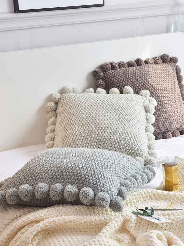 Knit_Pom_Pom_Pillow